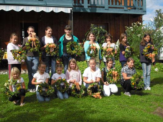 Ferienprogramm - Kränze binden (2010)