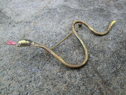 ヘビ ブローチ