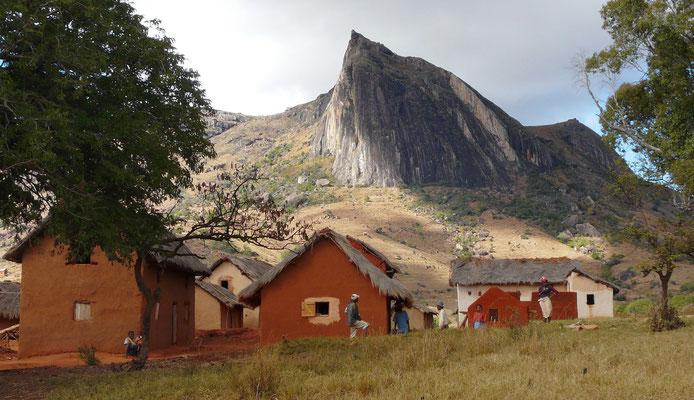 Madagaskar, Dorf im Andringitragebirge