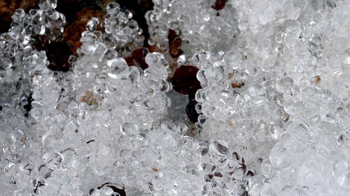 Eiszapfen am Weg zur Hintersteiner Alm