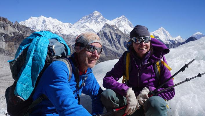 Nepal, am Sumna La mit Blick zu Everest, Nuptse, Lhotse und Makalu