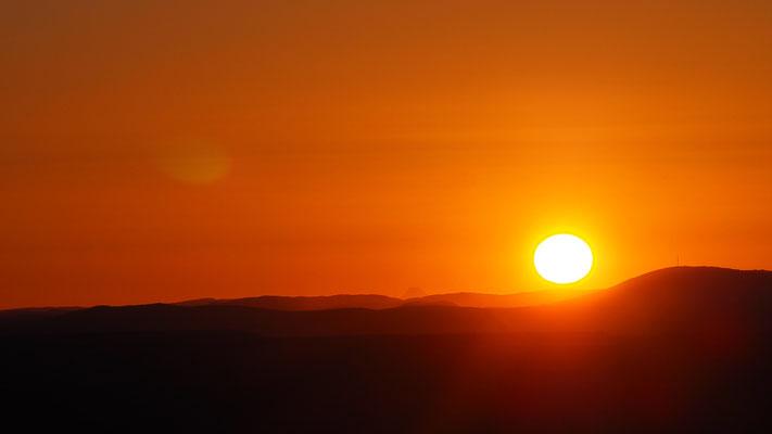 Sonnenuntergang über der Ebene bei Mopane