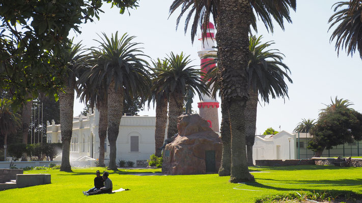 das Staatshaus mit dem Leuchtturm