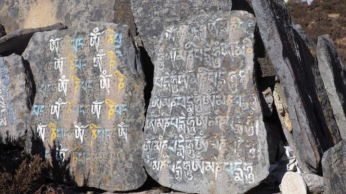Nepal, Manisteine