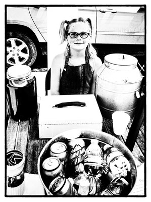 young miss daisy selling lemonade ( to buy a horse ), moorcroft, wyoming