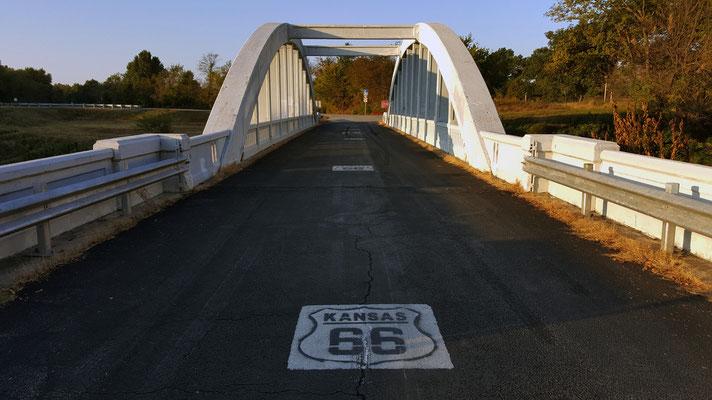 rainbow curve bridge, brush creek, route 66, riverton, kansas