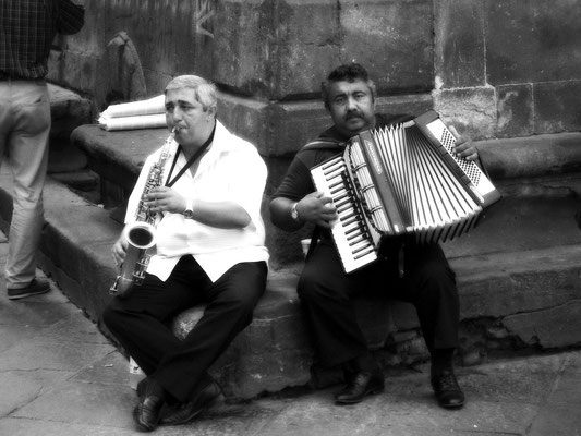 street musicians, lucca, italy