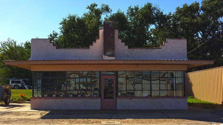 abandoned building, shamrock, texas