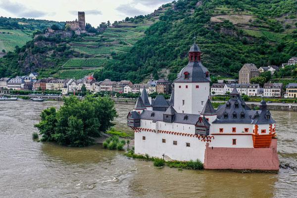 Burg Gutenfels and Burg Pfalzgrafenstein, Kaub, Rhine River Valley, Germany