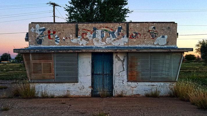 abandoned building, tucumari, new mexico
