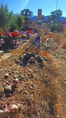 dennis hopper´s gravesite, rancho de taos, new mexico