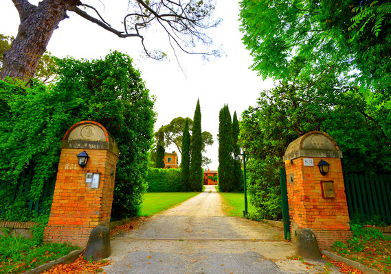 Borgo Boncompagni Ludovisi - entrance gate