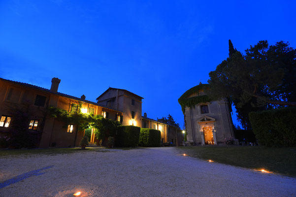 Borgo Boncompagni Ludovisi - Церковь и внешний двор