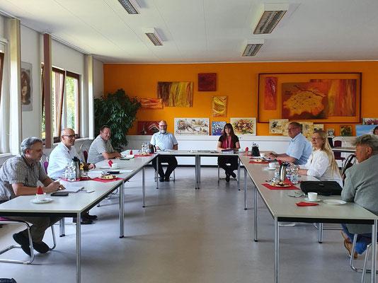 Bild eines gemeinsamen Treffens mit den Bürgermeistern der Region.