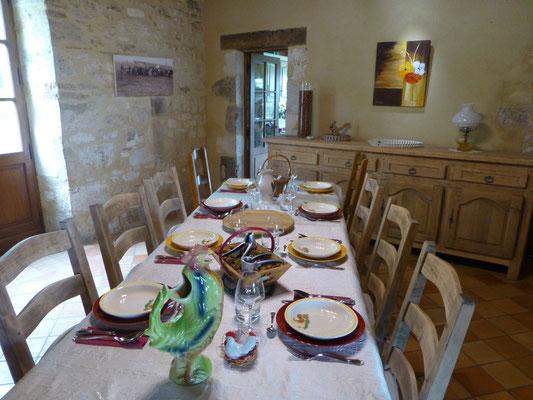 table d'hôtes dans la salle à manger