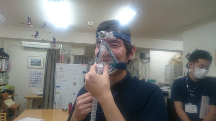 口を覆うマスクのフィッティングも違和感が少なくなっています。