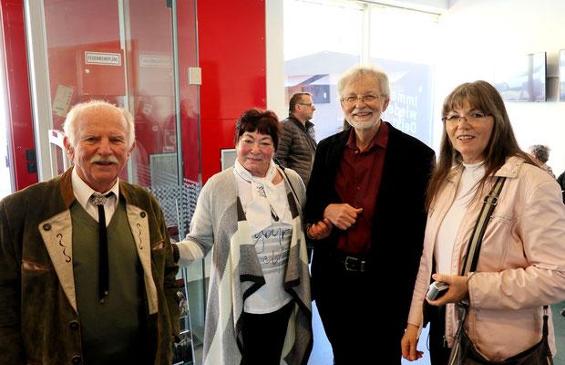 Bonnie Bruck mit Max und Ehepaar Peter