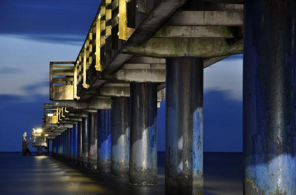 Seebrücke von Boltenhagen bei Nacht (Deutschland)