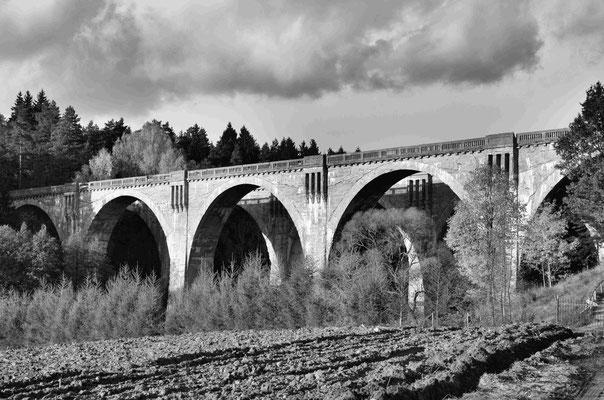 Alter Bahnviadukt bei Stanczyki (dt.: Staatshausen) Polen