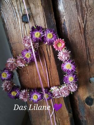 Offenes Strohblumenherz in lila Tönen ca.28x28cm  € 30.00