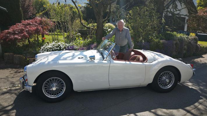 unser iG Mitglied Norbert konnte seinen MG-A beim ersten Versuch starten - jetzt darf dieser nach 5monatiger Pause wieder an die frische Luft!
