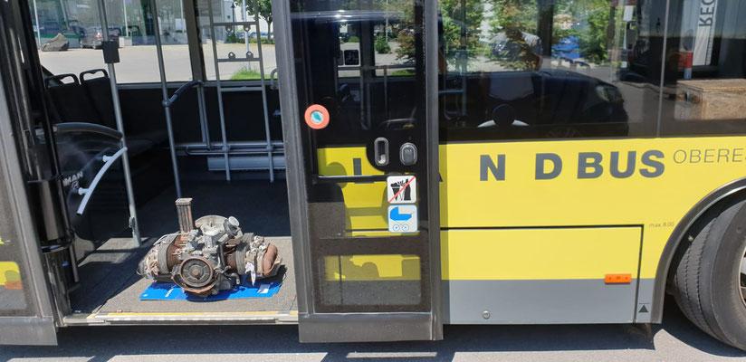 Foto: iG Mitglied Patrick / WhatsApp - das Wortspiel mit dem Busmotor - Anlieferung