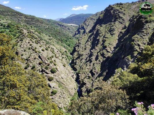 Barranco por donde pasa el río Trevélez