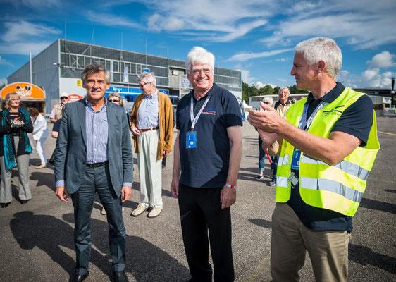 Astrid Stadthaus-Panissié, Bürgermester Bernd Saxe, Eigentümer Winfried Stöcker und Geschäftsführer Jürgen Friedel bei der feierlichen Eröffnung des Festes zum 100 jährigen Bestehen des Flughafens Lübeck-Blankensee am 02.09. 2017