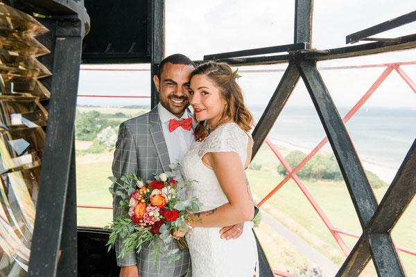 Brautpaar auf dem Leuchtturm Falshöft