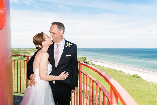 Brautpaarshooting auf dem dem Leuchtturm Falshöft