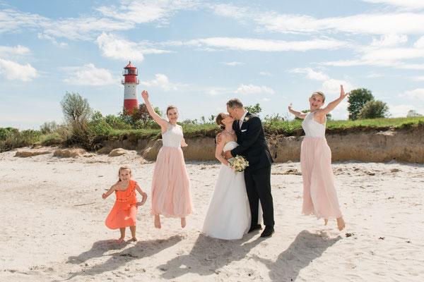 Brautpaarshooting vor dem Leuchtturm Falshöft