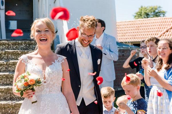 Brautpaar vor dem Leuchtturm Falshöft