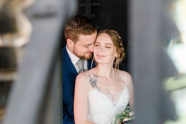 Brautpaarshooting in der Kanzel mit dem Leuchtfeuer vom Leuchtturm Falshöft