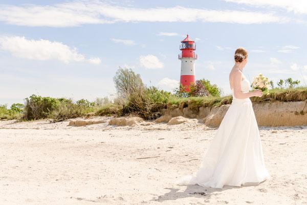 Braut vor dem Leuchtturm Falshöft