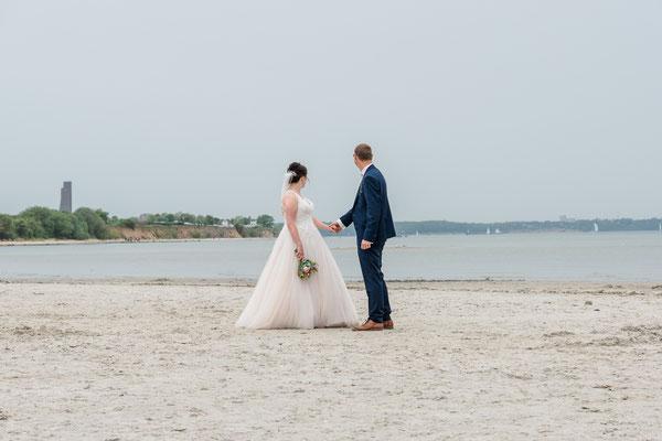 Brautpaarshooting am Strand von Stein bei Kiel