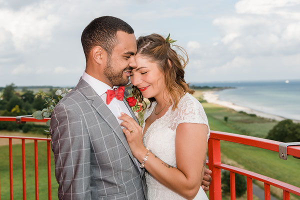 Brautpaarshooting auf dem Leuchtturm Falshöft