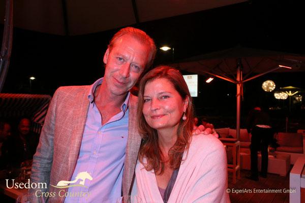 Schauspieler Oliver Strietzel und Ehefrau  Foto: ©Experiarts Entertainment