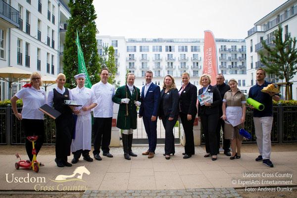Pressetermin im Juli 2015 vor dem Steigenberger Grandhotel & Spa in Heringsdorf mit Vertretern aus allen Abteilungen.Foto: ©ExperiArts Entertainment- Andreas Dumke