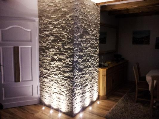 Lichtgestaltung von frei gelegtem Mauerwerk