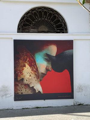 """""""Te veo"""" (Ich sehe dich). Eine der Malereien der Künstlerin Nicoletta Tomas Caravia an der Außenmauer der Markthalle"""