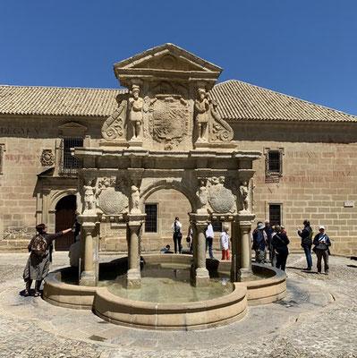 Baeza: der Brunnen auf der Plaza de Santa Maria wurde 1564 erbaut