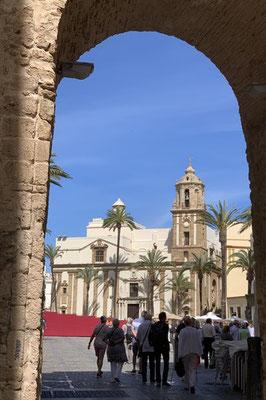 Blick auf den Domplatz mit der Iglesia de Santiago