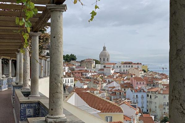 Blick auf die Stadt und den Tejo