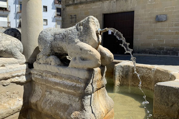 Baeza: Figur des Löwenbrunnens auf der Plaza del Pópulo