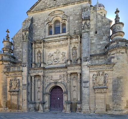 Úbeda: die Erlöserkirche (Sacra Capilla de Salvador) mit dem großformatigen Relief von San Salvador über dem Portal