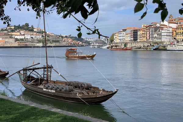 Schiffsverkehr auf dem Douro