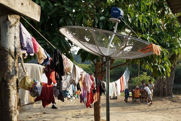 kein Dorf ohne Satellitenschüssel