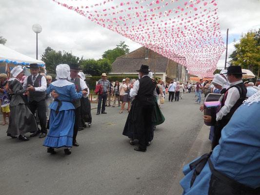 danse folklorique populaire