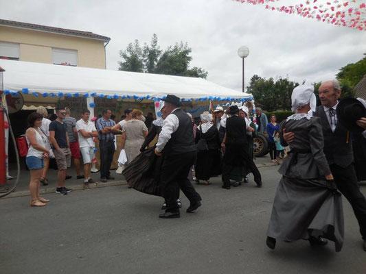 groupe menestrels sarladais danse occitane