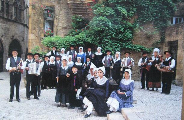 groupe folklorique en dordogne périgord noir Les pastoureaux Sarladais  de 1976 à 2001 musique et danse folklorique traditionnelle du périgord noir